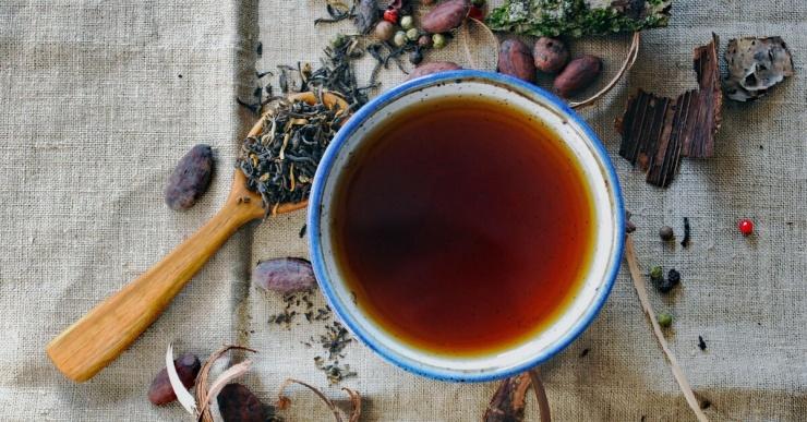 Почему при заваривании чая появляется пленка и зачем она нужна?