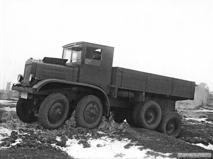 Четырехосный грузовик повышенной проходимости (10 фото)