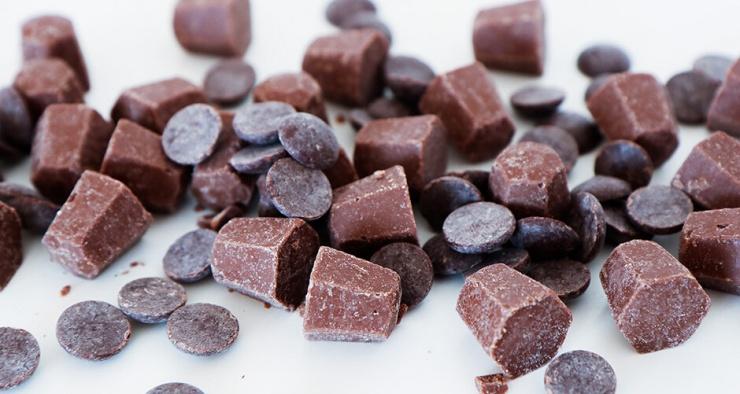 Почему на шоколаде появляется белый налет