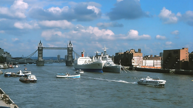 История одной фотографии откуда советское судно Ракета взялось в Лондоне в 1975 году?