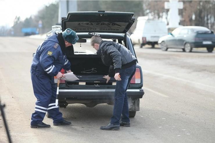 Можно ли отказать инспектору ДПС в просьбе открыть багажник?