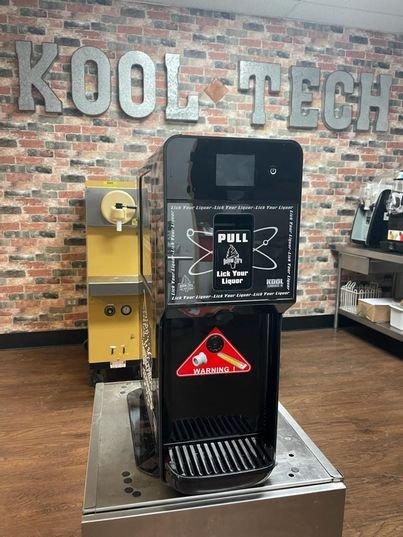 Изобретатель создал машину, которая превращает пиво и спиртные напитки в мягкое мороженое