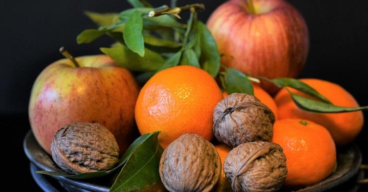 Что лучше для перекуса — орехи или фрукты?