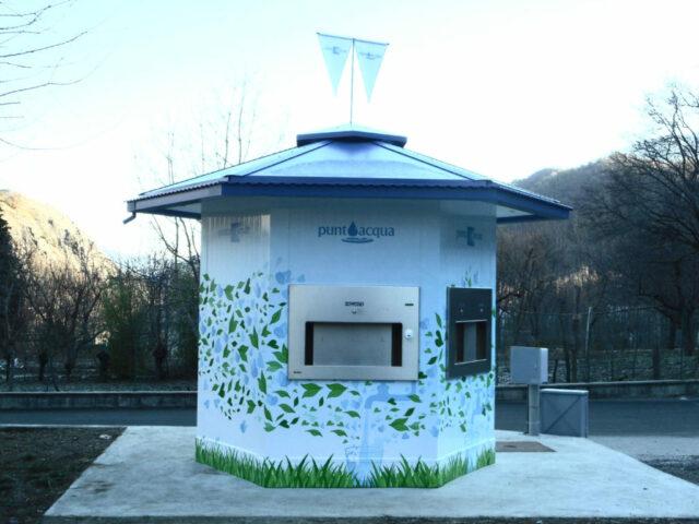 В итальянском городе установили киоски с бесплатной водой, чтобы отучить местных от пластиковых бутылок
