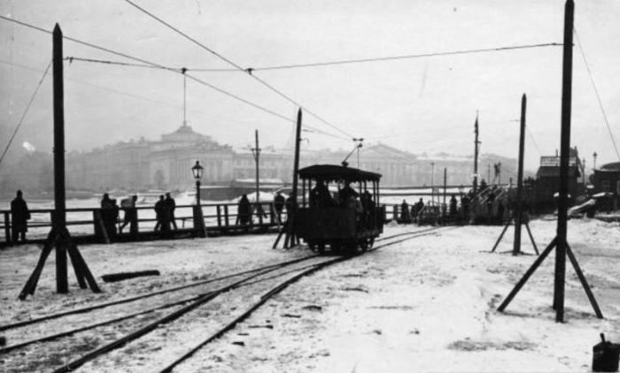 Ледовый трамвай в Санкт-Петербурге