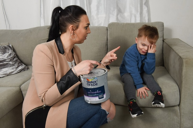 3-летний разрушитель Джексон-Картер уничтожил 12 телевизоров, новую гостинную и нанес ущерб в £6 000