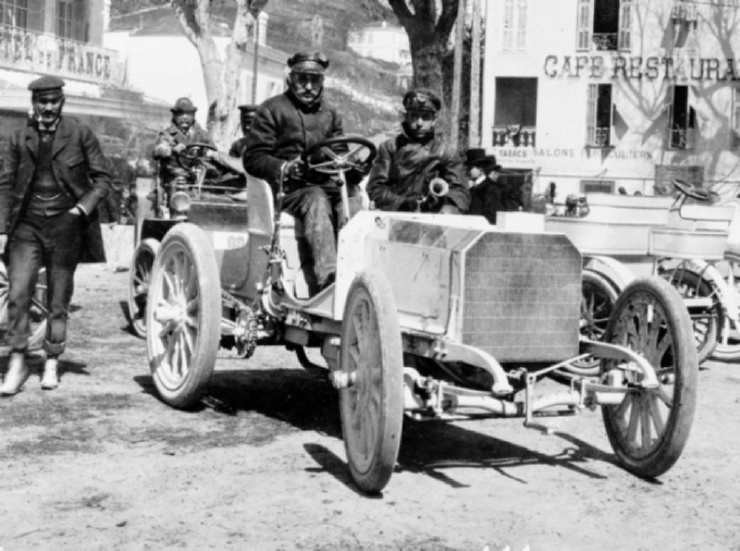 Почему автомобили Даймлера стали называться Мерседес?