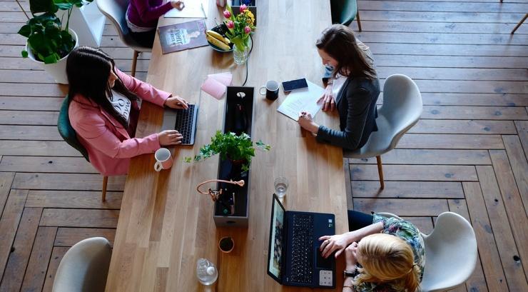 Сколько процентов россиян мечтают о тихом часе на работе? Результаты исследования