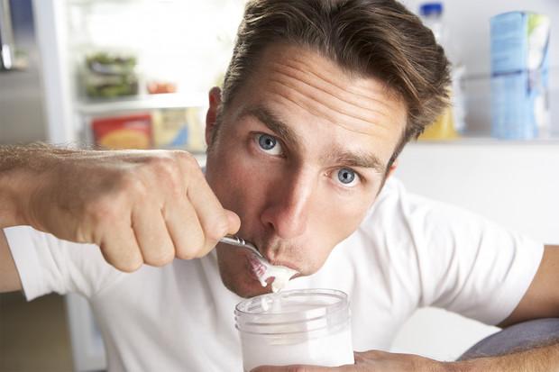«Еда для депрессии»: 5 продуктов, которые погрузят тебя в пучину отчаяния
