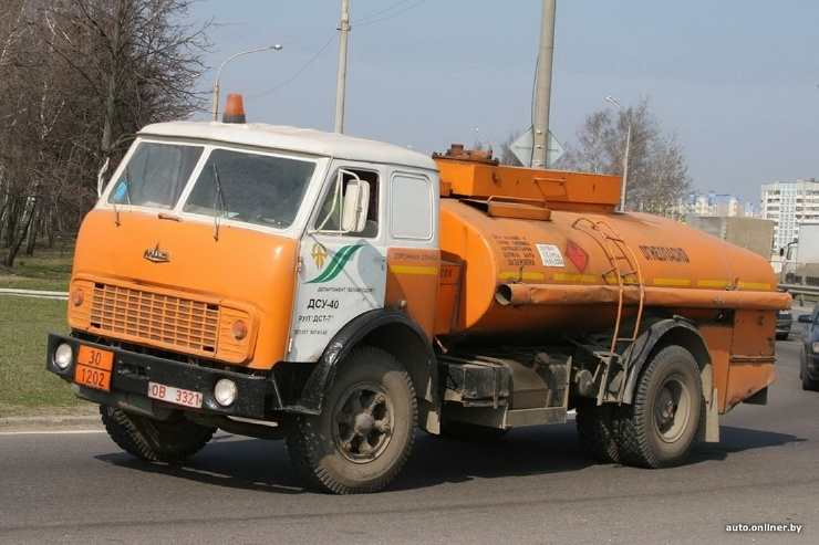 Оранжевое настроение на дорогах: изучаем винтажную технику «Белавтодора»
