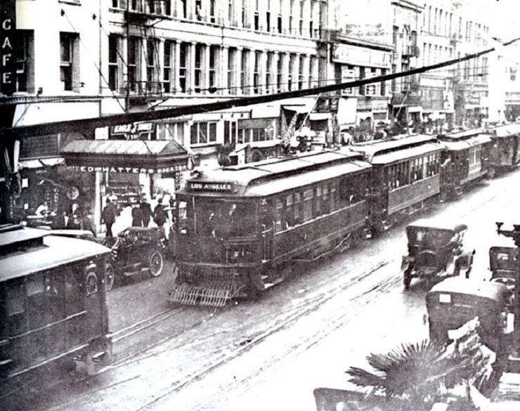 Кто уничтожил американский трамвай