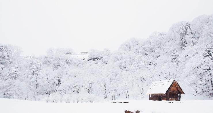 Почему снег белый