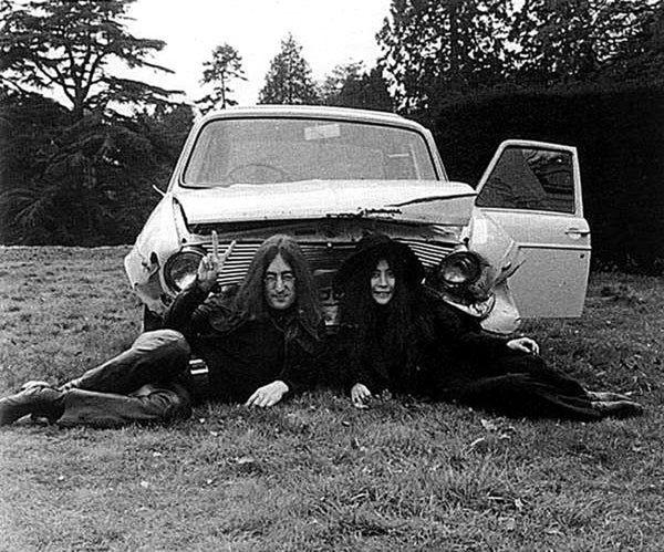 «Бэйби, ю кэн драйв май кар». Главные автомобили в жизни Джона Леннона