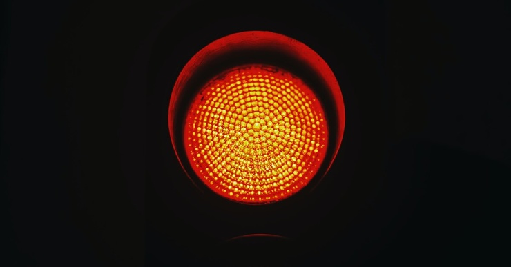 Женщина из-за мести 49 раз проехала на красный сигнал светофора на машине экс-бойфренда
