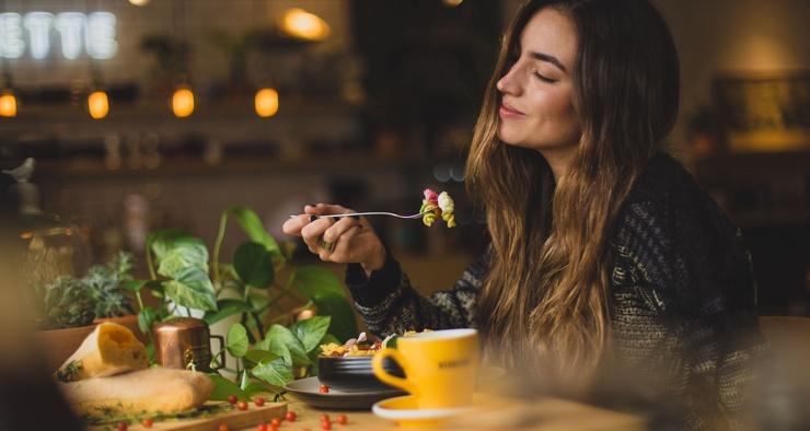 Ученые узнали, почему мы чувствуем голод, даже когда недавно поели