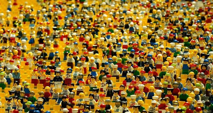 Как СМИ и полиция подсчитывают количество людей в огромной толпе