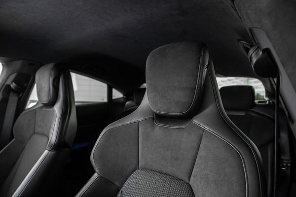 Porsche начинает продажи доступного электрического суперкара