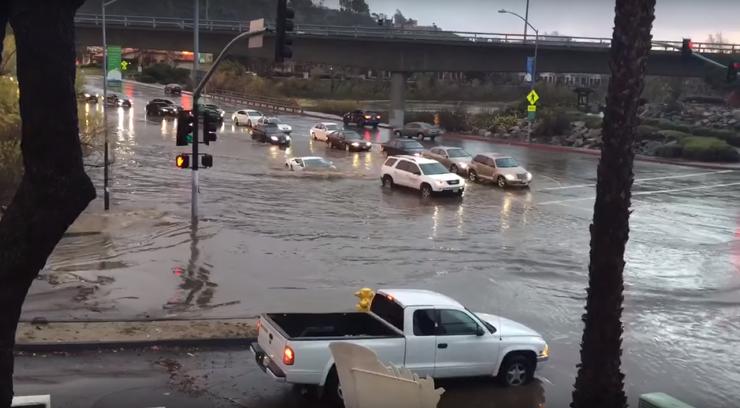 Отчаянная езда на Lamborghini во время наводнения: видео