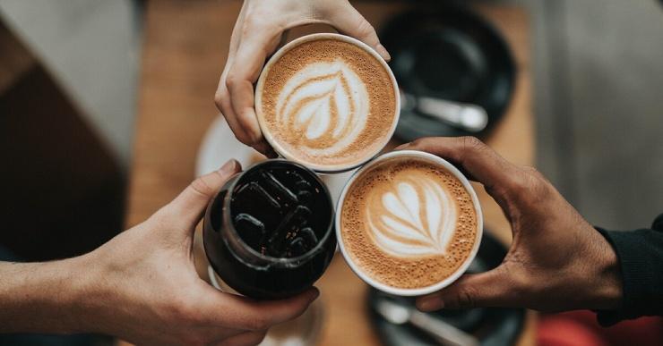 Действительно ли кофе помогает бороться с недосыпом? Отвечают ученые