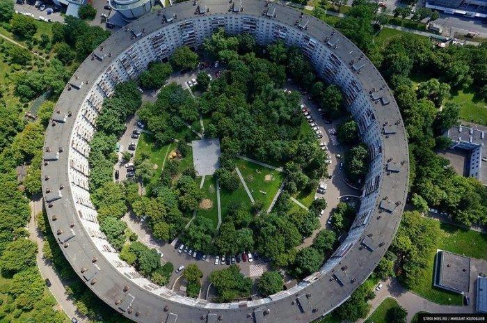 Зачем в СССР построили самый длинный в мире дом на 3 тысячи квартир